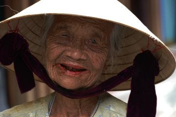 Portrait-Vieille-Femme-Hô-An-Vietnam-denis-JEANSON